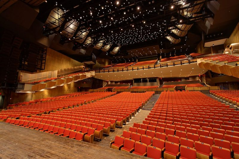 1024px-queen_elizabeth_theatre_vancouver_view_from_stage